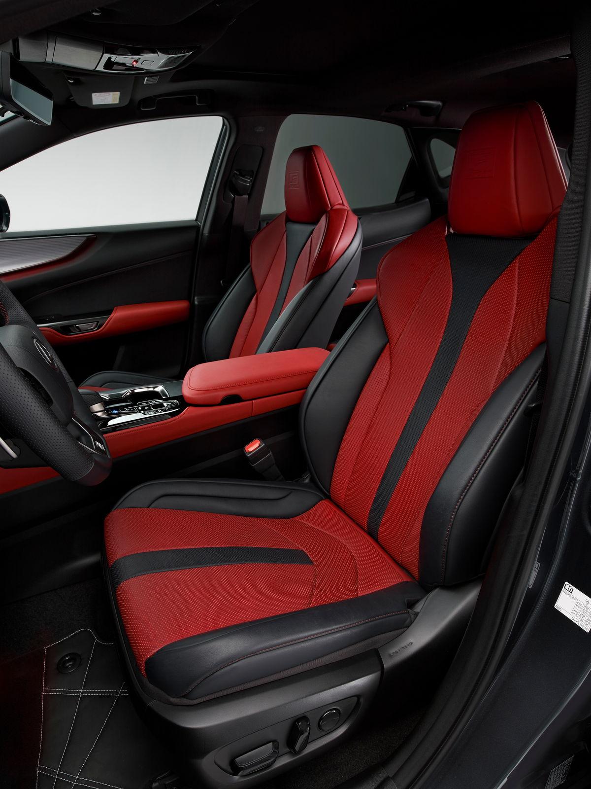 Второе поколение LexusNX