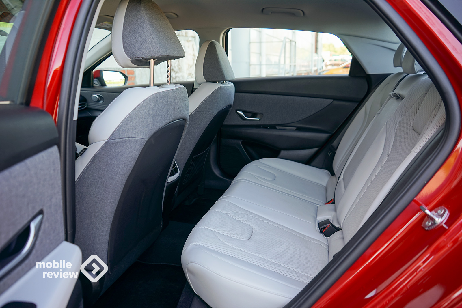 Тест HyundaiElantra2021. Футуристичный седан.