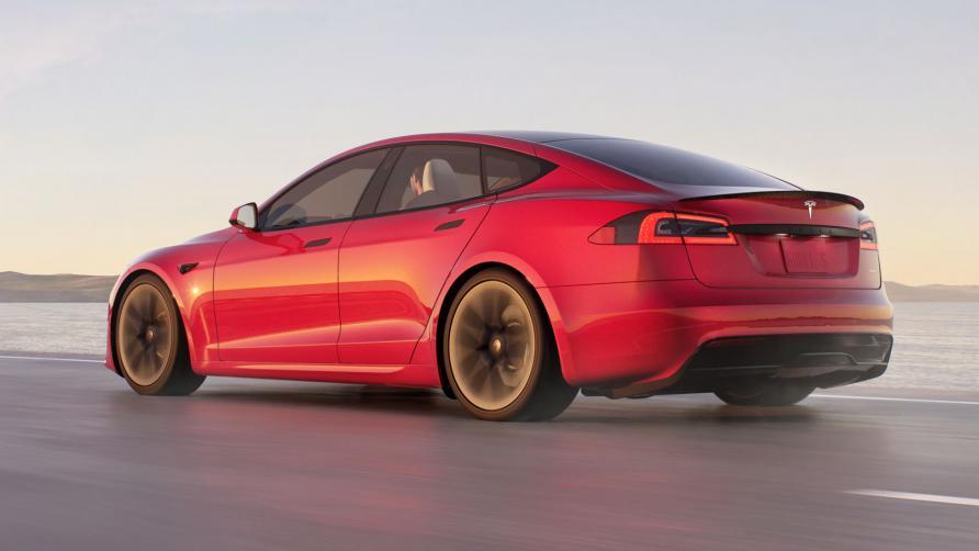 5 сумасшедших особенностей новой Tesla ModelSPlaid