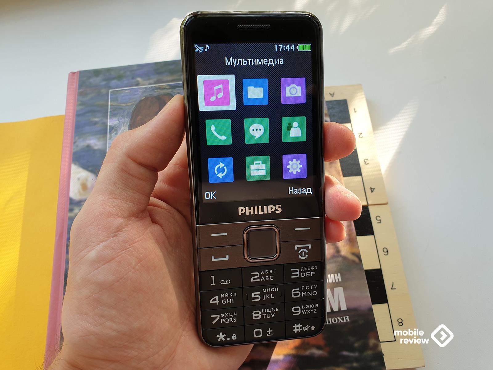 В чем главное преимущество кнопочных телефонов перед смартфонами?
