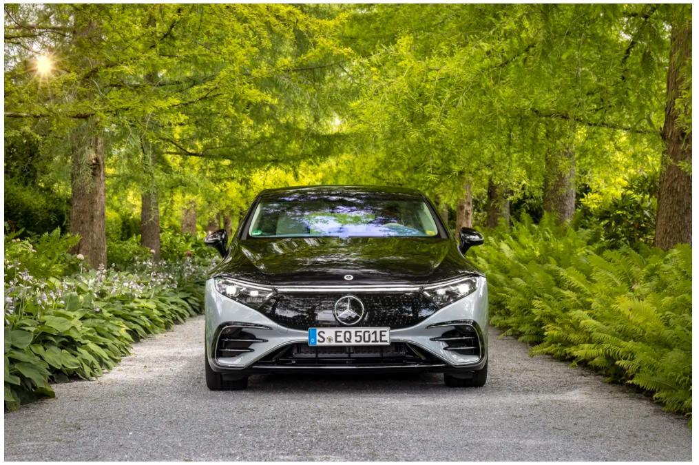 Объявлена цена на флагманский электрический седан Mercedes-Benz EQS                Компания Mercedes-Benz объявила цену на свой флагманский электричес...