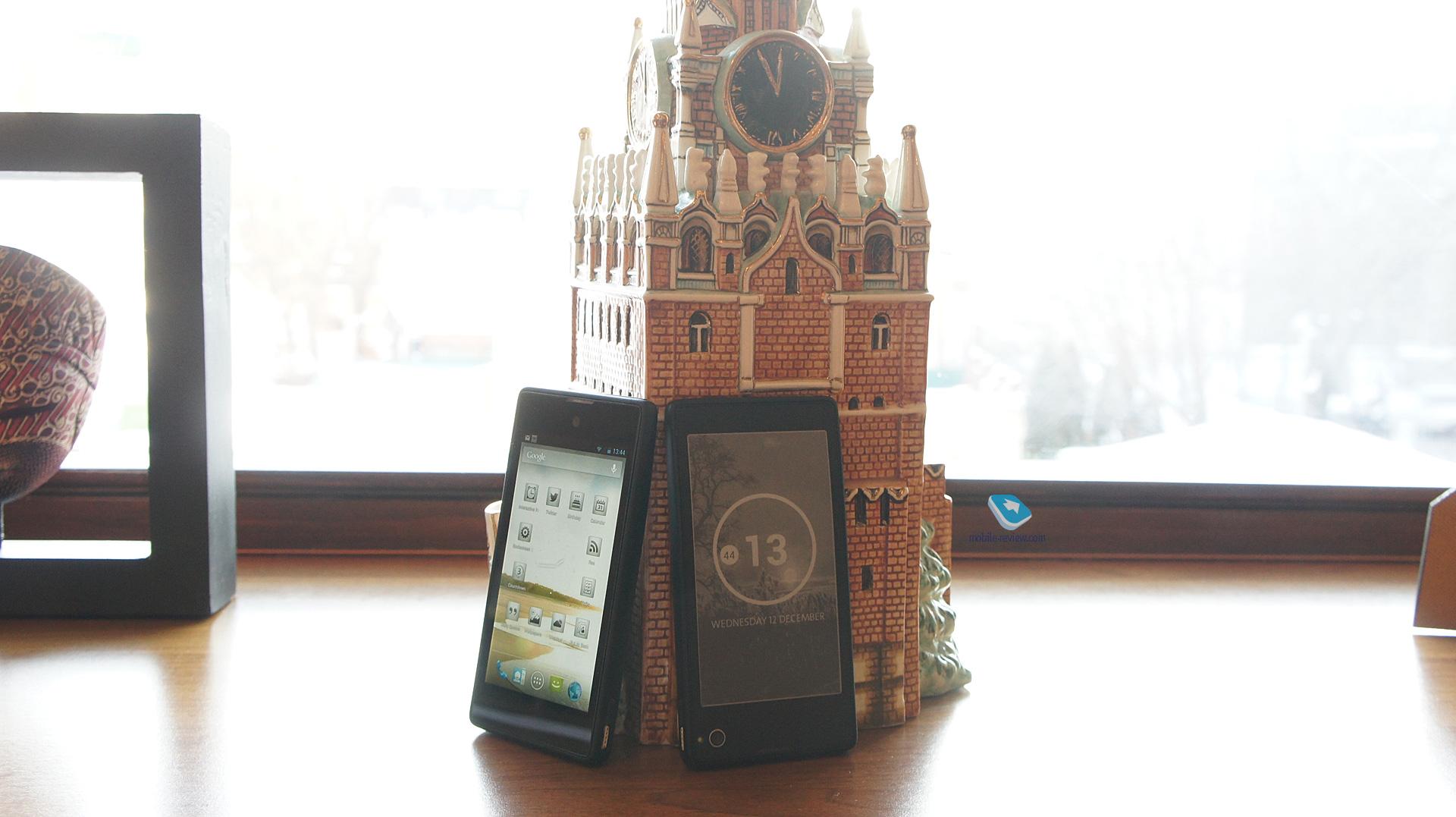 http://mobile-review.com/articles/2012/image/yota-phone/live/high/live4.jpg