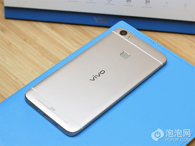 http://mobile-review.com/articles/2016/image/vivo-xplay-5/2.jpg