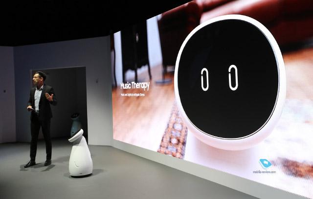 CES 2019. День третий – роботы, что лечат, сторожат и продают