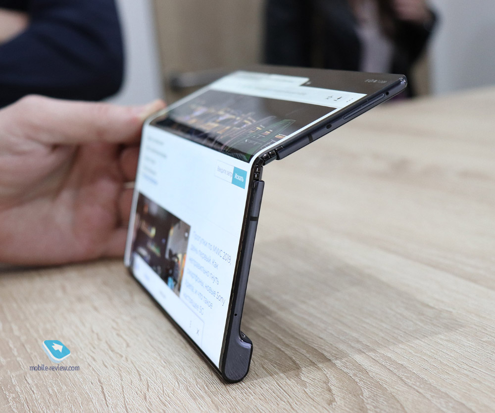 Эхо #8: зачем смартфоны гнутся?