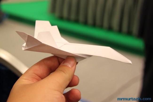 Ответить.  Как сделать самолетик из бумаги а4.