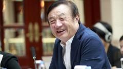 Жэнь Чжэнфэй в ходе пресс-конференции