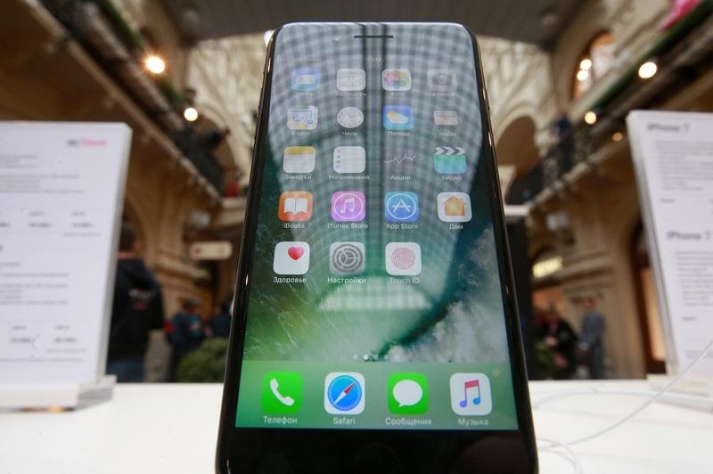 Через 10 лет iPhone можно будет сворачивать втрубочку