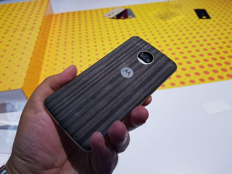Motorola Moto Z2 Force: новый флагман снебьющимся дисплеем, цена в Российской Федерации
