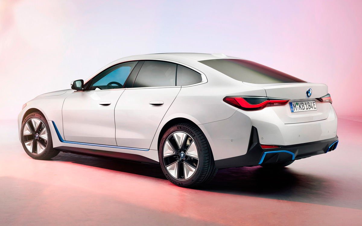 Представлены изображения нового электромобиля BMW i4