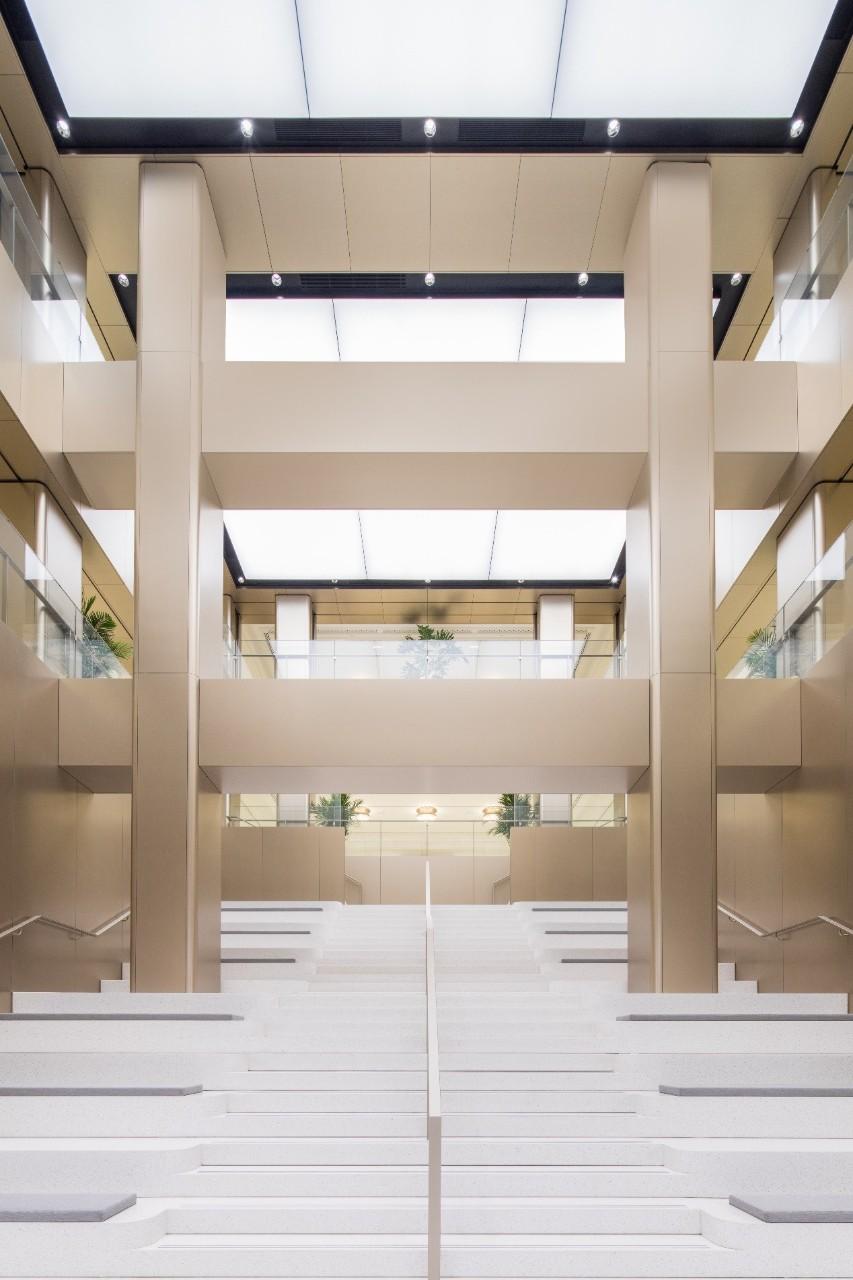 В Шанхае HUAWEI открыла свой самый большой в мире флагманский магазин