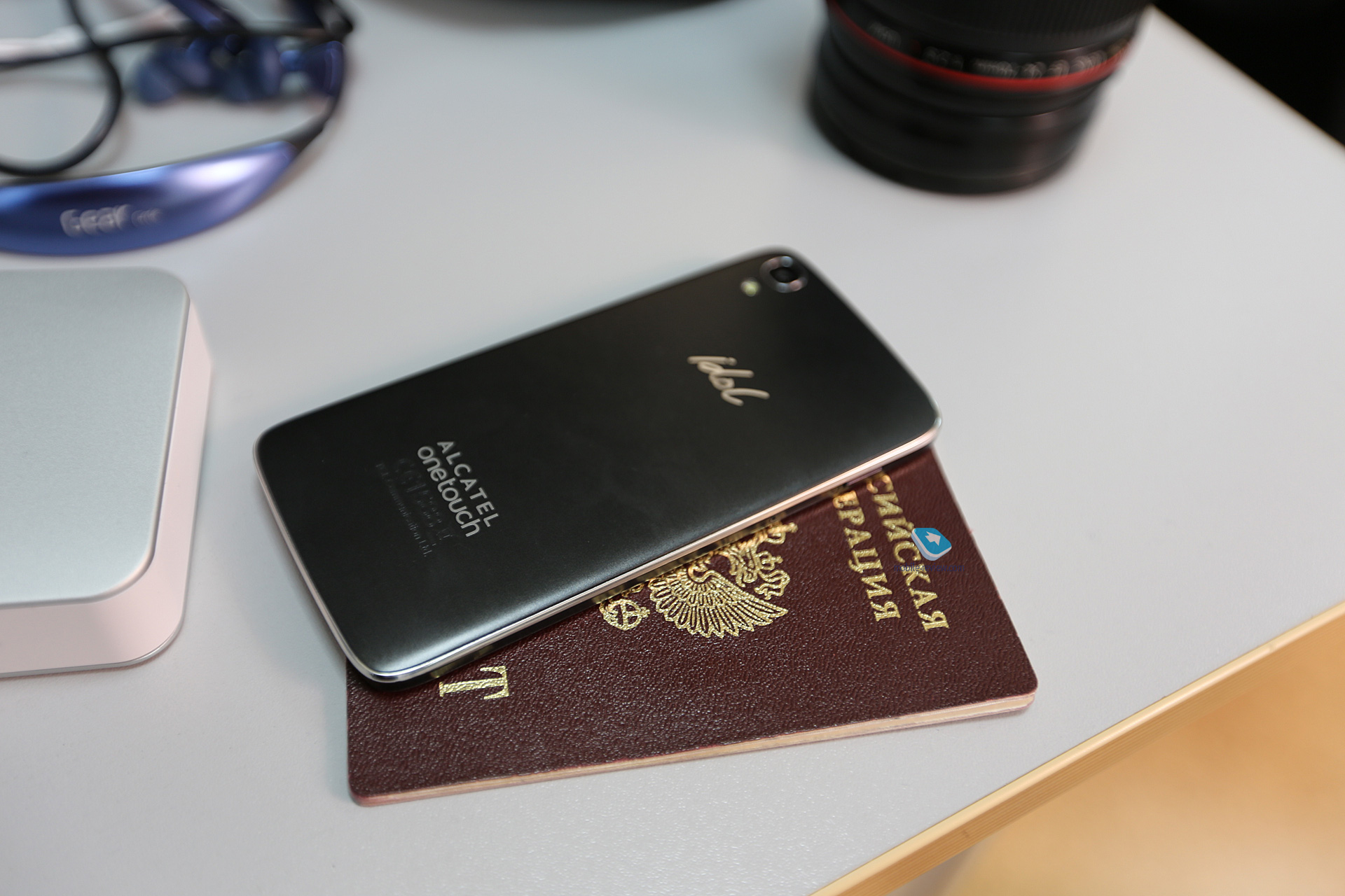 Mobile-review com Первый взгляд на Alcatel OneTouch Idol 3