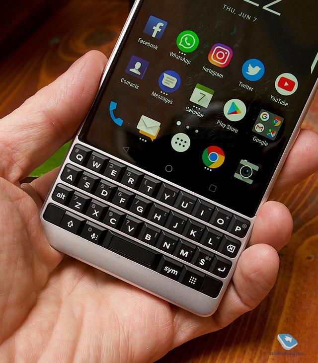 Mobile-review com Первый взгляд на BlackBerry KEY2