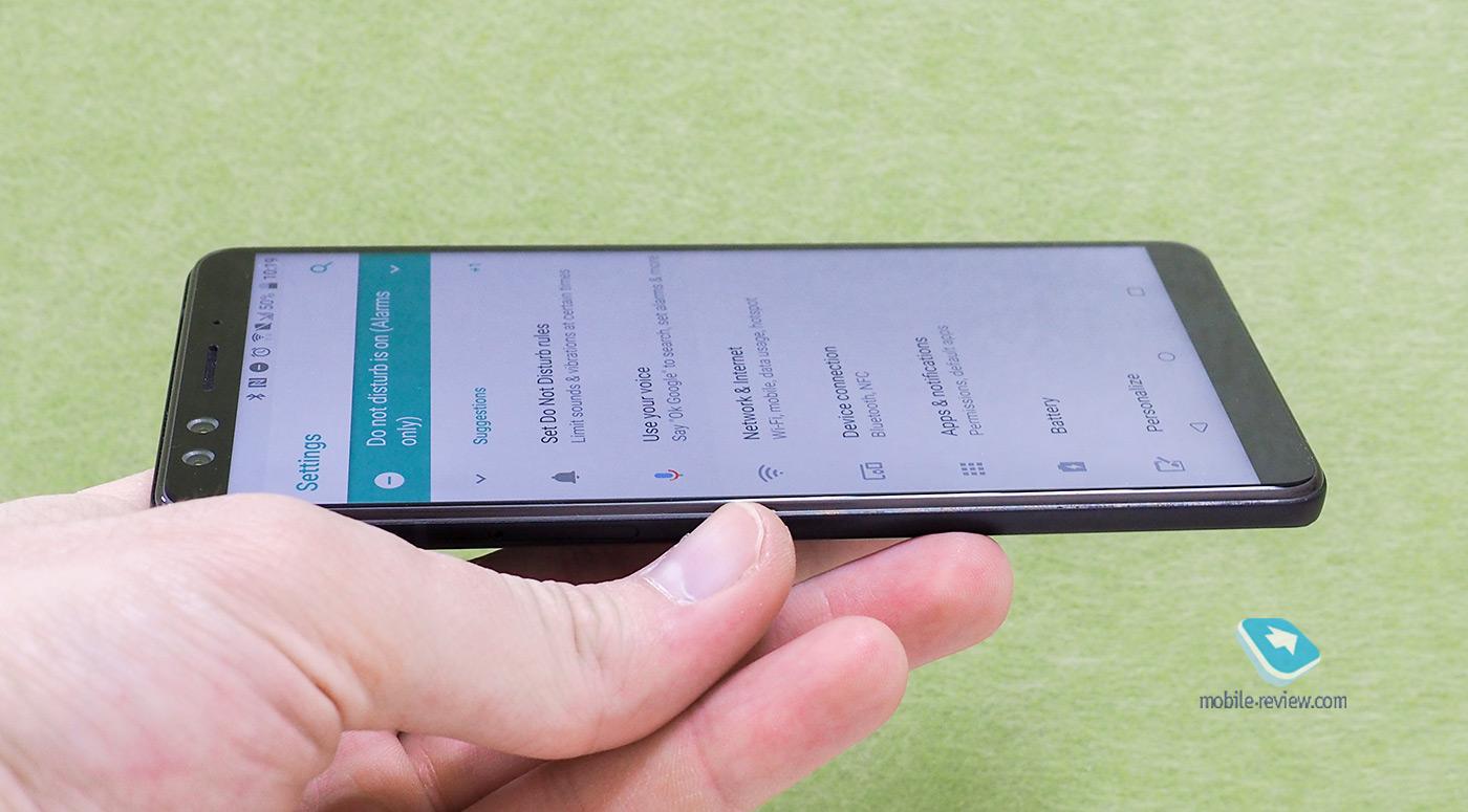 98c8e4df9fe04 Самое главное - телефон ужасно скользкий. Даже просто взять его со стола  непросто, и комплектный чехол лишь немного улучшает плачевную ситуацию.