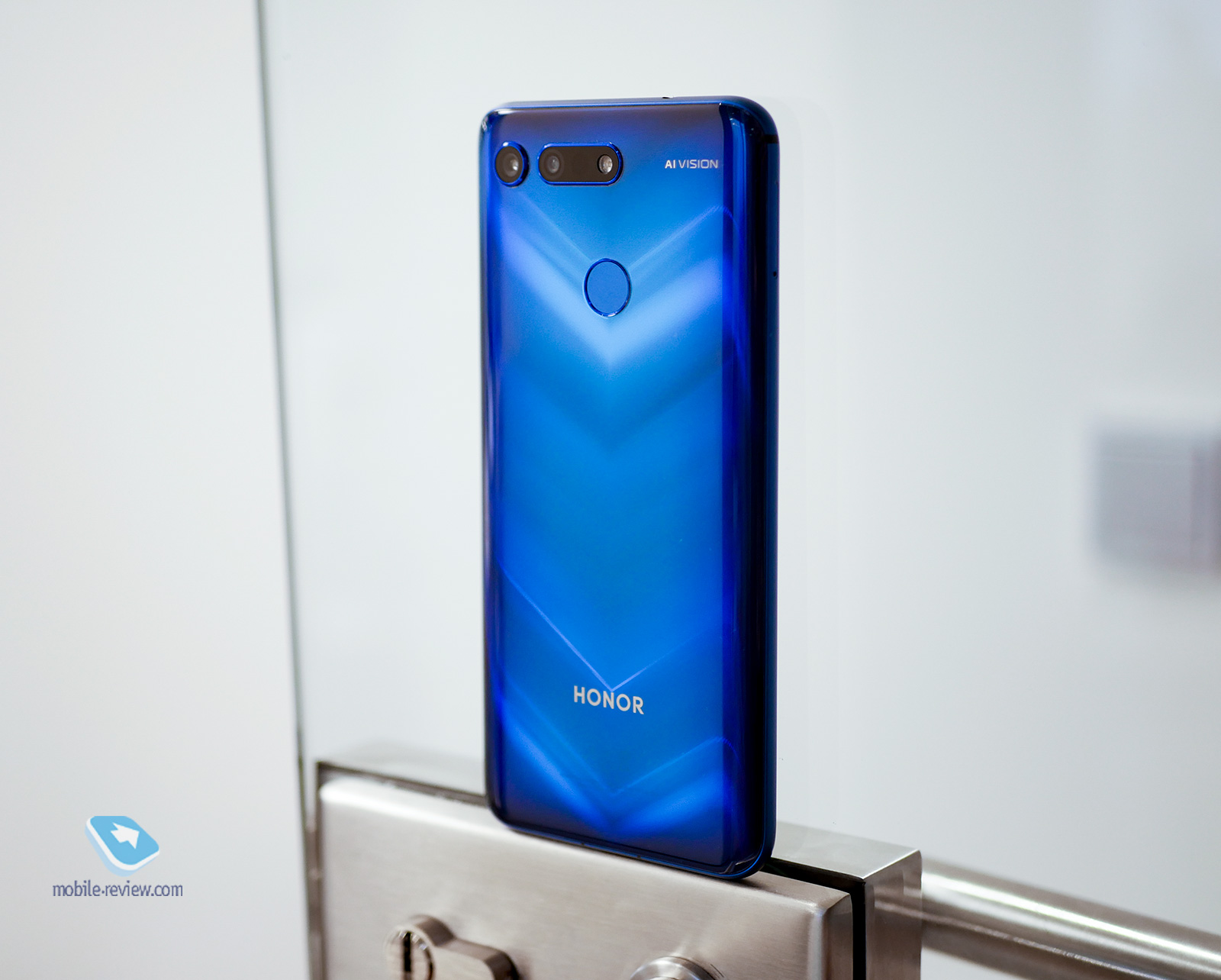 Mobile-review.com Первый взгляд на Honor View 20