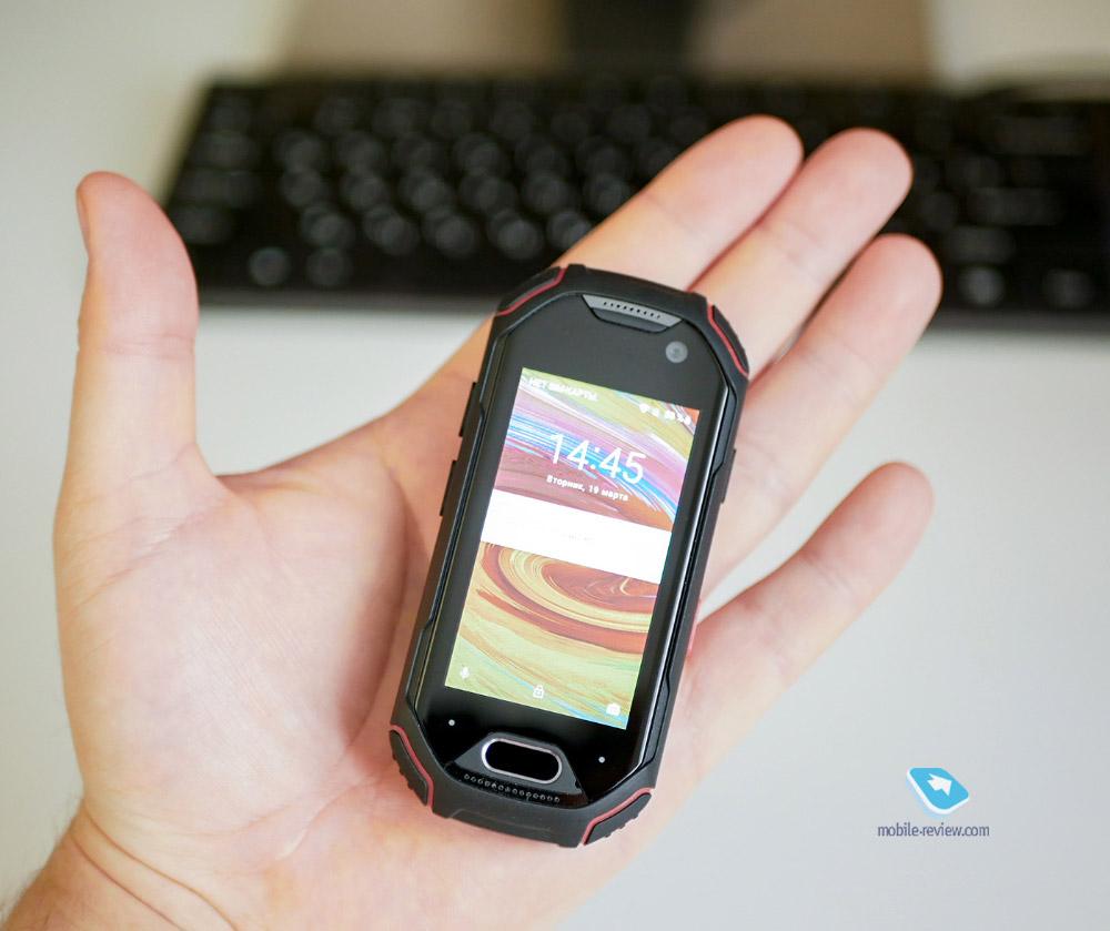 Миниатюрный смартфон Unihertz Atom