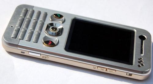 ...Sony Ericsson были помещены фотографии телефонов Sony Ericsson K330 и Sony Ericsson W890 в необычных для данных...