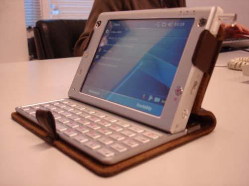 Модель под кодовым именем HTC Athena... опубликовал несколько живых...